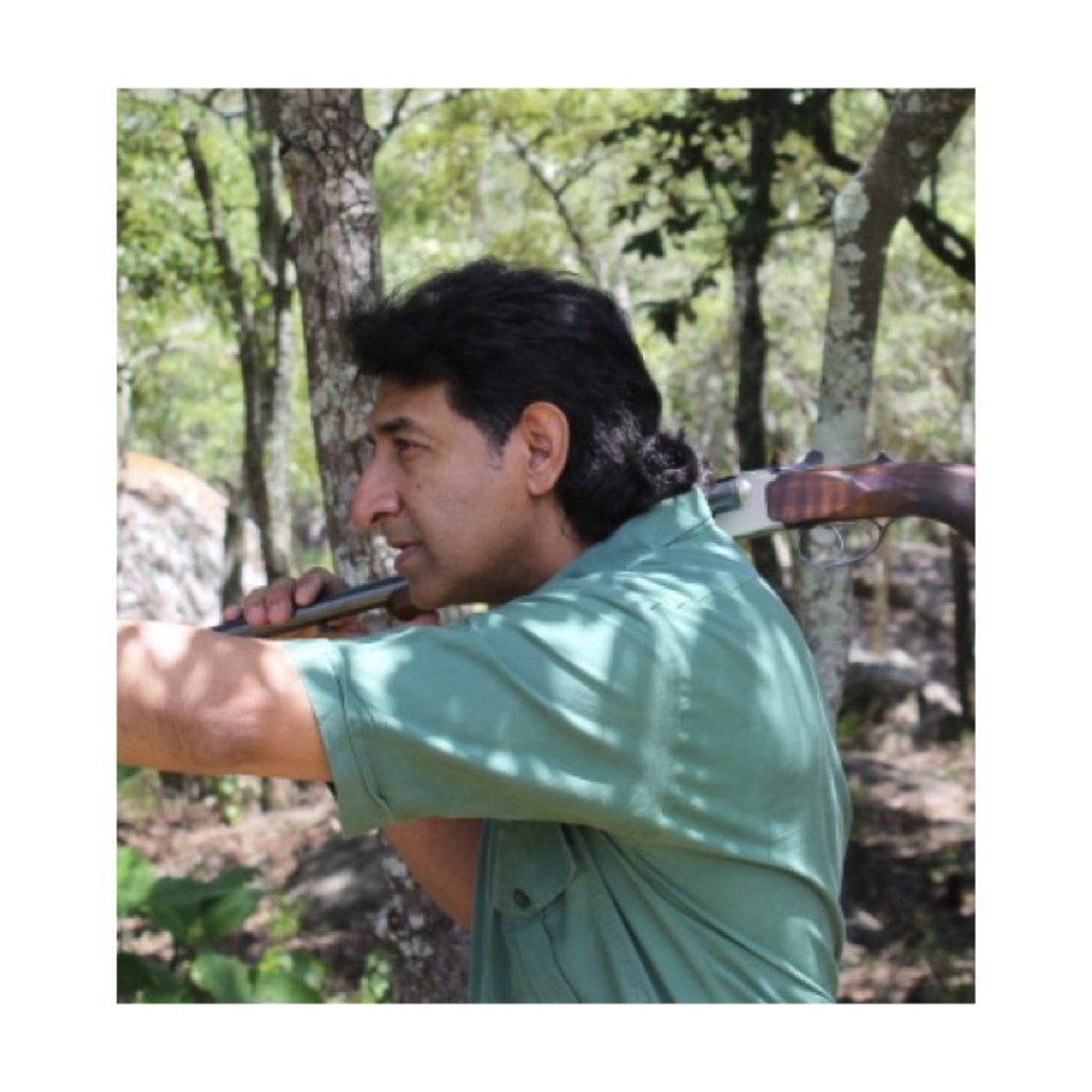 Side by Side Pro hunting Safaris Zimbabwe Amin Turk